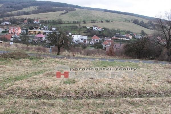 Prodej stavebního pozemku s krásným výhledem (7000m2)v obci Hřívínův Újezd