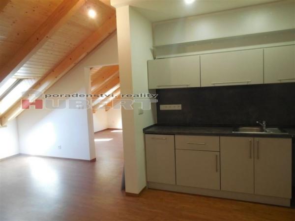 Pronájem: cihlový dům, komerční prostory -  kanceláře (80 m2) ve Zlíně, Klabalská I.