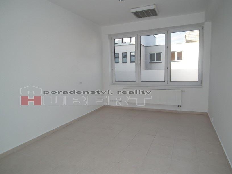Pronájem: komerční prostory (30 m2 ) v centru Zlína, Nám. Míru