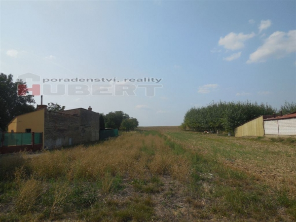 Prodej stavebního pozemku pro RD (1400 m2) v obci Horní Lapač, okr. Kroměříž