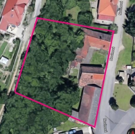 pozemek s RD a hosporářskými budovami Lužkovice