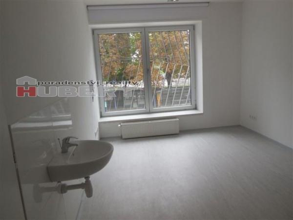 Pronájem: pěkné komerční prostory pro ordinaci (66 m2) v centru Zlína