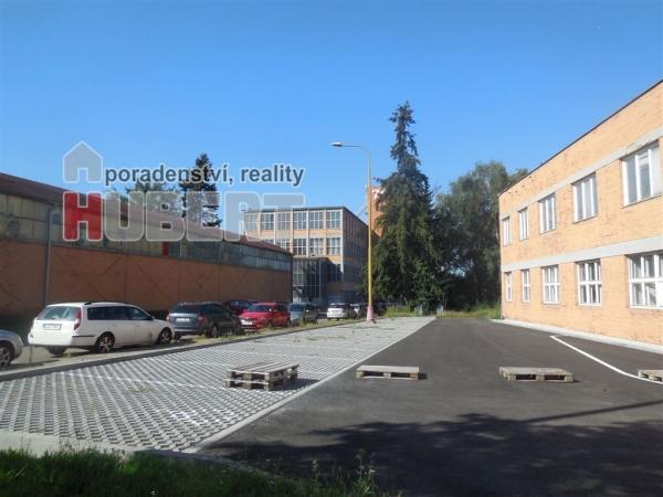 Pronájem: komerční - garážového stání 14 m² (20 míst) v centru Zlína