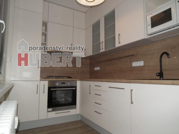Pronájem: pěkný byt 2+1, zrekonstruovaný (58m2) s lodžií, v klidné části Zlína - Bartošova čtvrť.