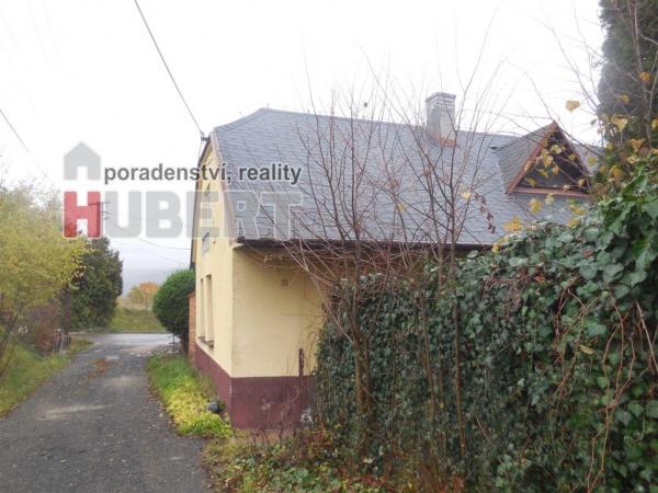 Prodej: rodinný dům 4+1 (140 m2) s terasou a zahradou v klidné části obce Fryšták